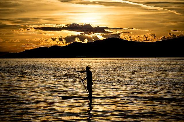 paddle-board-1122355_640